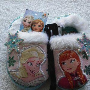 Froze II Girls Slippers, size 5/6